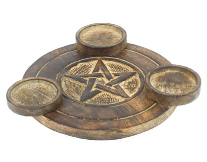 Puidust teeküünlaalus pentagrammiga