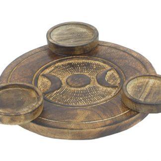 Kolmikjumalanna sümboliga puidust teeküünlaalus
