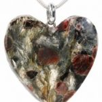 Granaadist ja küaniidist südamekujuline ripats 2