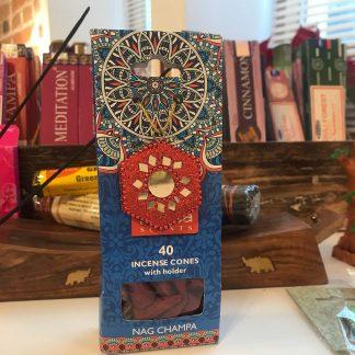 Karma koonusviiruk Nag-Champa viirukialusega