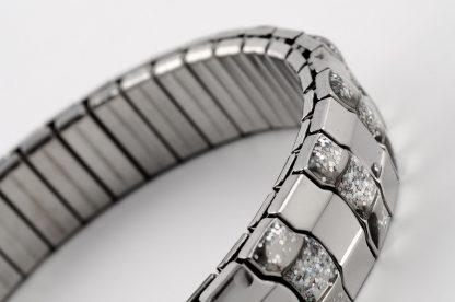 Sädelusega metallist käevõru