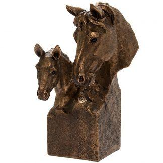 Hobustega skulptuur - kodukaunistus