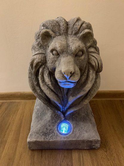 Lõvipeaga aiakaunistus-valgusti