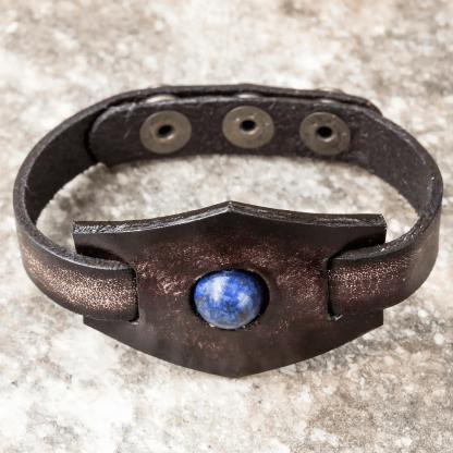 Käsitööna valminud nahast käevõru lasuriidiga (lapis lazuli)
