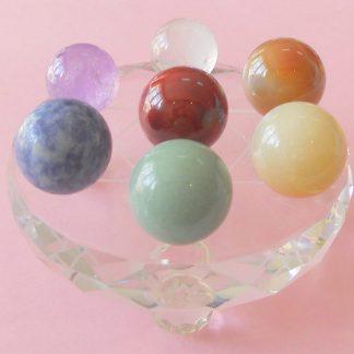 Seitsme tšakrakivi komplekt kristallist alusel