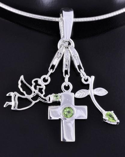 Peridoodist kaunistuste ja amulettidega ripats